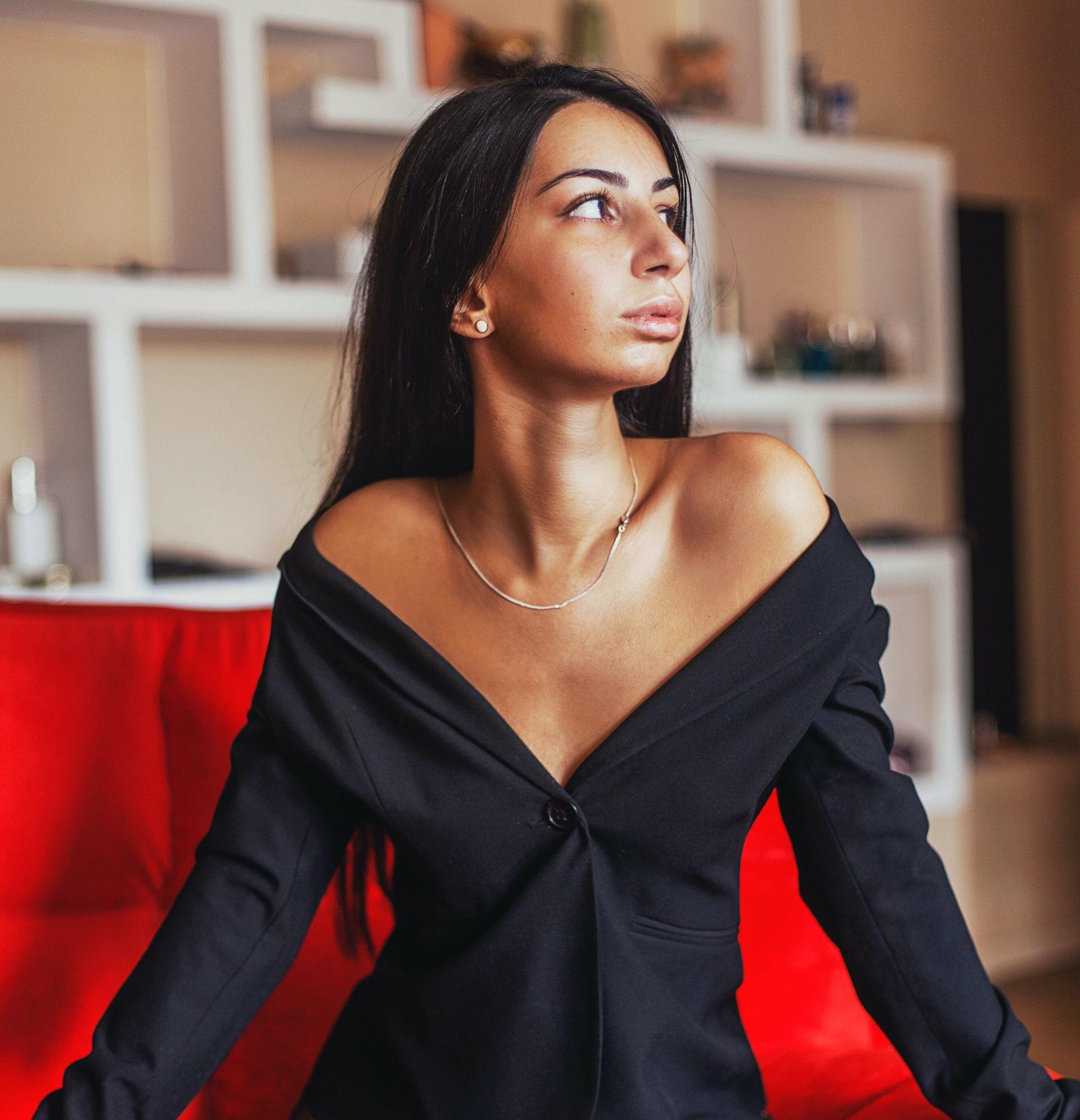 black-dress-women